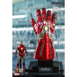 Hot Toys Avengers: Endgame Nano Gauntlet Life-Size Collectible (Hulk Version)